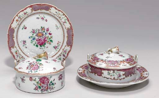 TWO CHINESE EXPORT PORCELAIN F