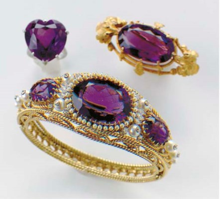 A GROUP OF AMETHYST, GOLD, CUL