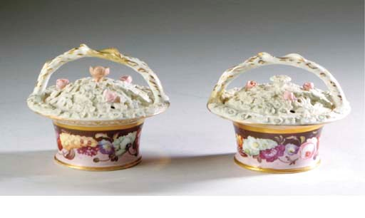 A PAIR OF ENGLISH PORCELAIN PO