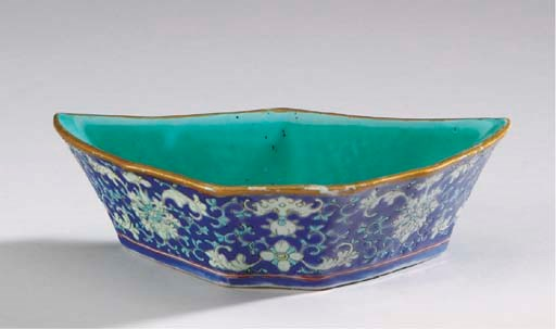 A CHINESE EXPORT PORCELAIN LOB