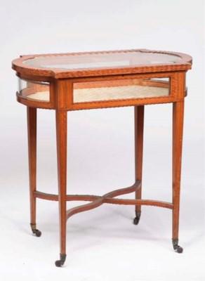 TABLE VITRINE DE STYLE ANGLAIS