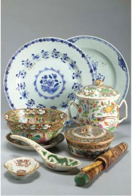 ENSEMBLE EN PORCELAINE DE CHIN