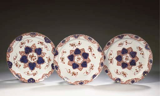 A set of three Delft doré chin