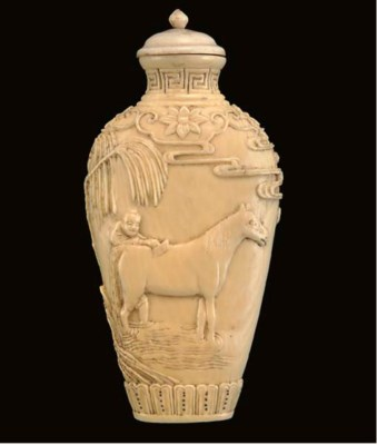 A Chinese ivory snuff bottle,