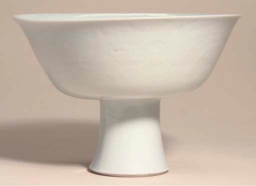 A white-glazed incised stem-bo