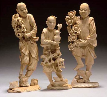 Three Japanese ivory okimono o
