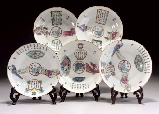 FIVE FAMILLE ROSE OGEE SAUCERS