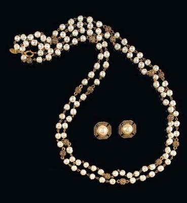 CHANEL COSTUME NECKLACE AND EA