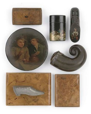A COLLECTION OF SNUFF BOXES