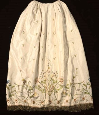 AN IMAGE ROBE OF EMBROIDERED C