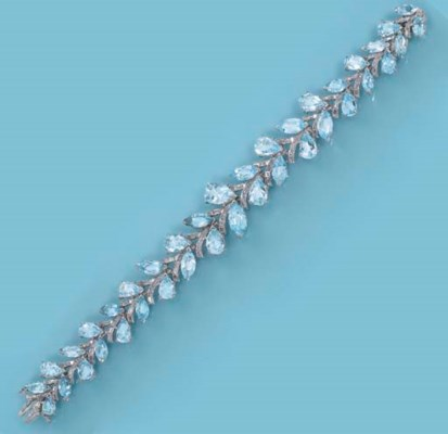 AN AQUAMARINE AND DIAMOND BRAC