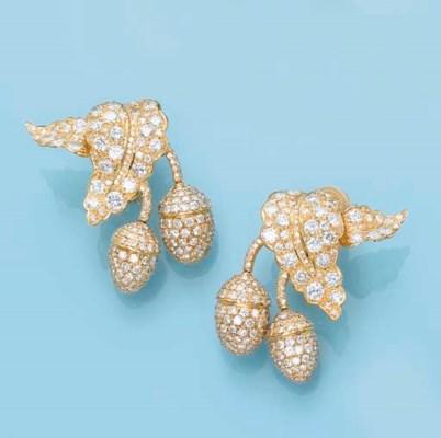 A PAIR OF DIAMOND 'ACORN' EAR