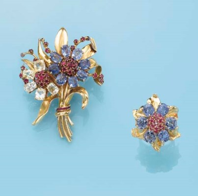 A SAPPHIRE AND 18K GOLD FLORAL
