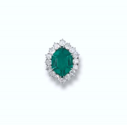 AFINE EMERALD AND DIAMOND RING
