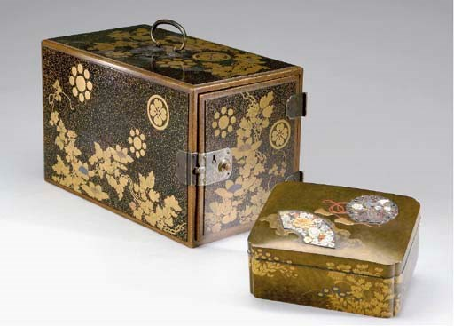 TWO JAPANESE GOLD-DECORATED LA