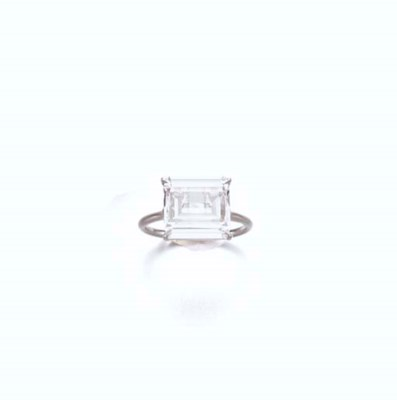 AN UNUSUAL DIAMOND RING