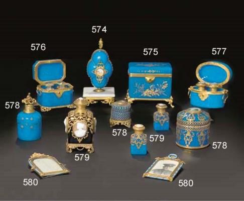 Necessaire a couture en opaline 39 bleu drapeau 39 a monture for Necessaire a couture en or