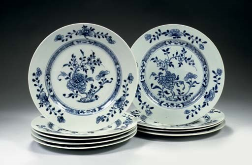 A set of twelve blue and white