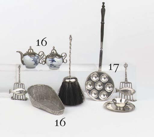 A Dutch silver miniature dish, a 'poffertjespan', a fish on grill and a bowl