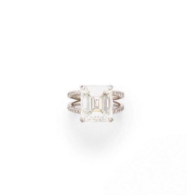 A DIAMOND RING, BY VERA WANG