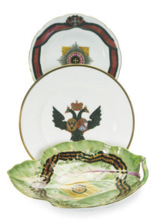 A GROUP OF TWO PORTUGUESE LEAF-FORM SERVING DISHES AND FOUR DESSERT PLATES,