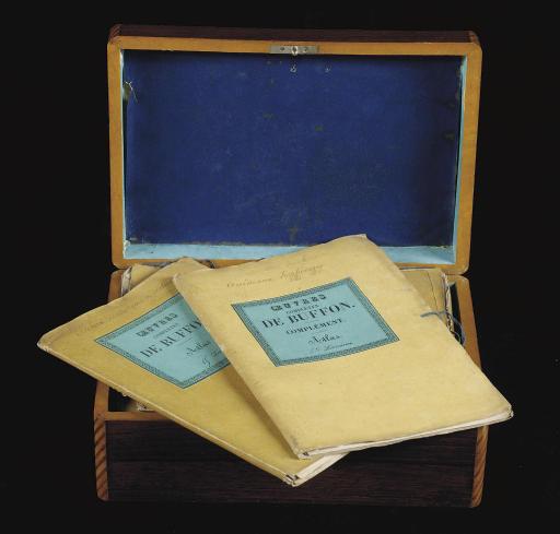 BUFFON, Georges-Louis Leclerc, comte de (1707-1788). Oeuvres complètes. Collection de 231 planches (ca. 222 x 148 mm) gravées sur cuivre pour la plupart d'après les dessins de Vauthier, imprimées en couleurs et rehaussées à la main, et 6 planches en noir dont le portrait de Buffon. En feuilles, sous 13 chemises jaunes de l'éditeur dont 12 avec une pièce de titre imprimée sur papier turquoise et monté sur la couverture. Paris 1826 (ou après).