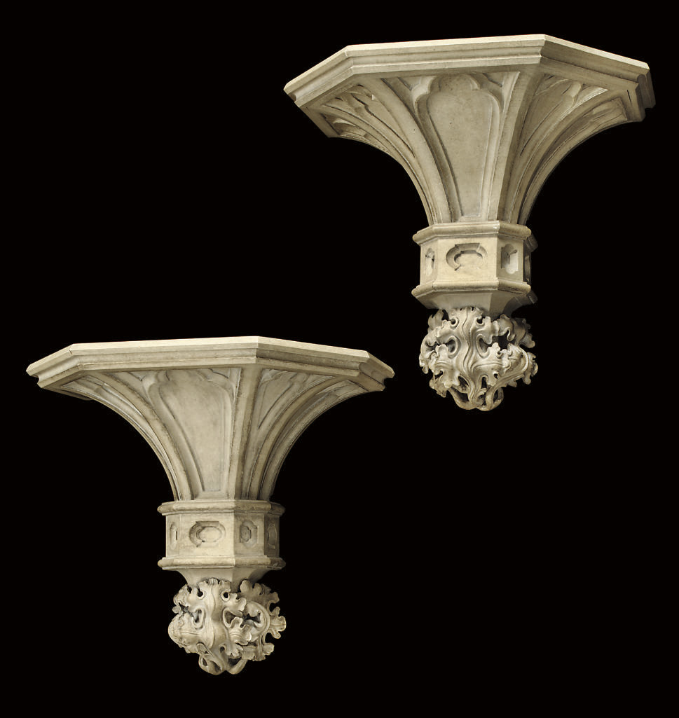 A PAIR OF SIMULATED STONE WALL BRACKETS