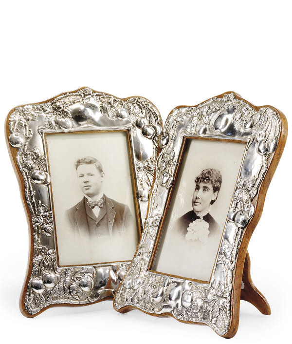 A PAIR OF EDWARDIAN SILVER-MOUNTED PHOTOGRAPH FRAMES