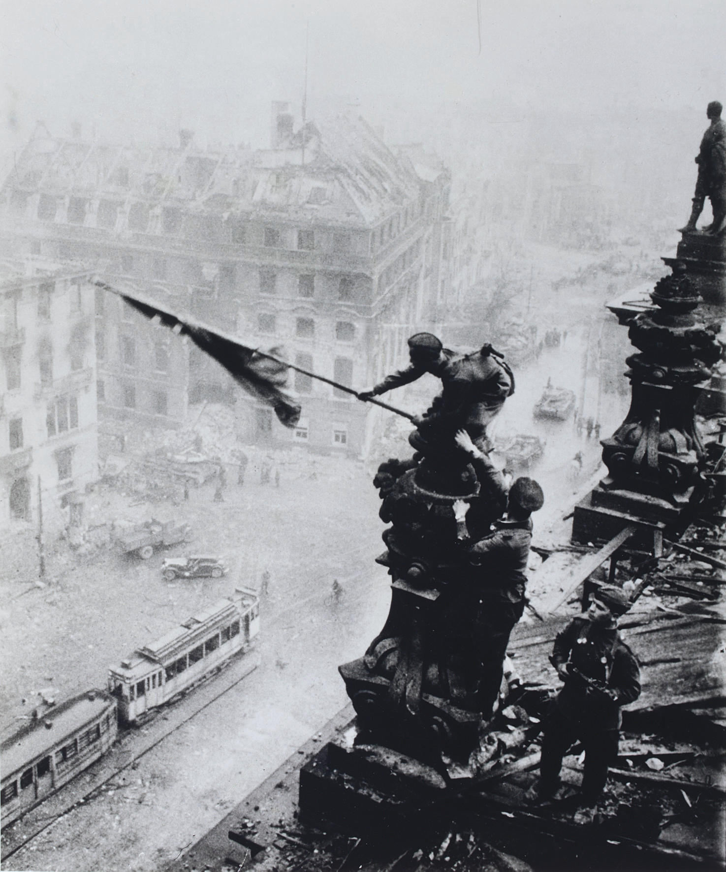 Planting flag on the Reichstag, 30 April 1945