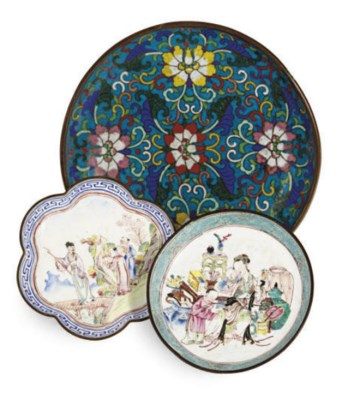 A PAIR OF CLOISONNÈ DISHES AND
