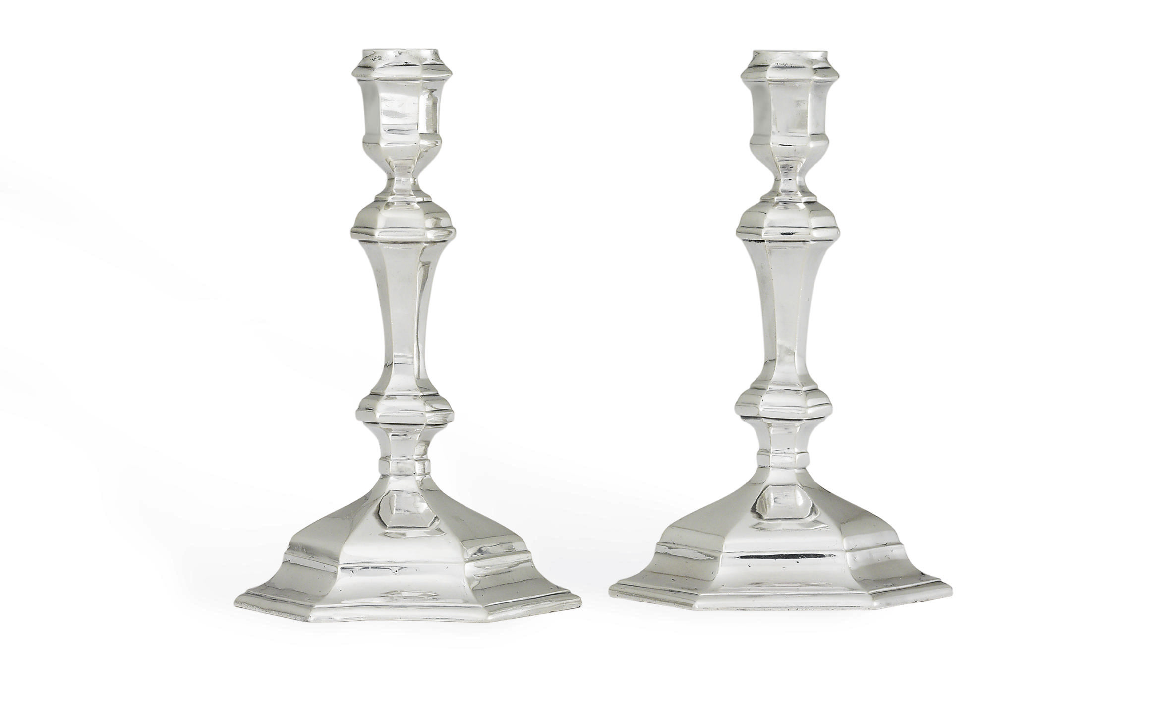 A PAIR OF GEORGE I SILVER CANDLESTICKS