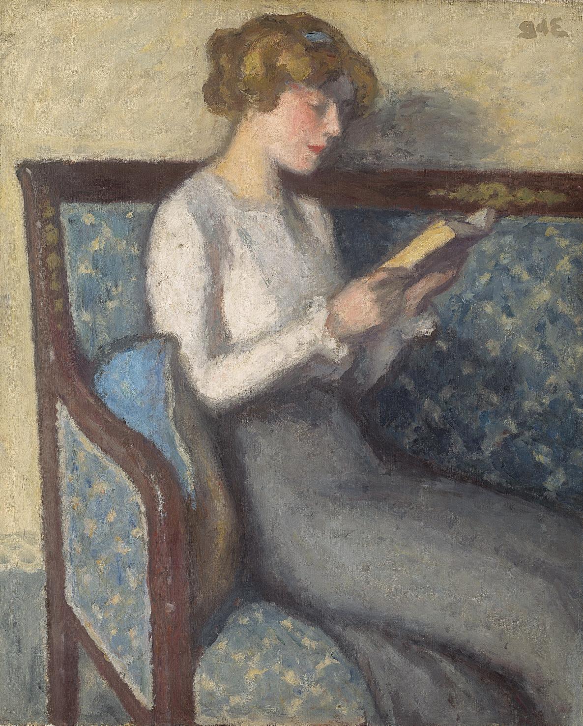 Liseuse sur un canapé