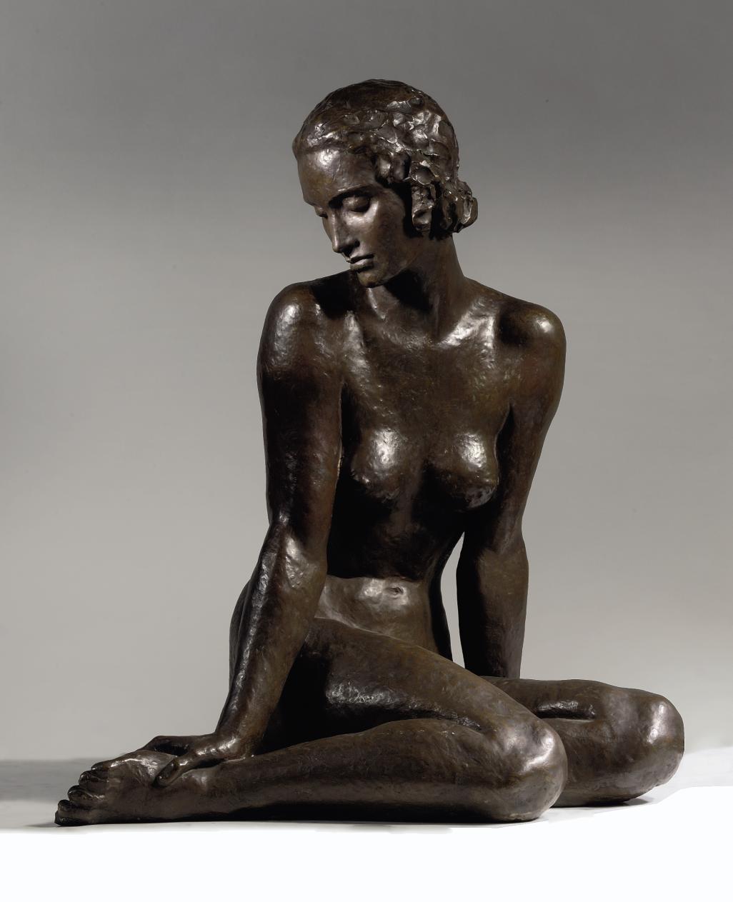 Versonnen: seated woman