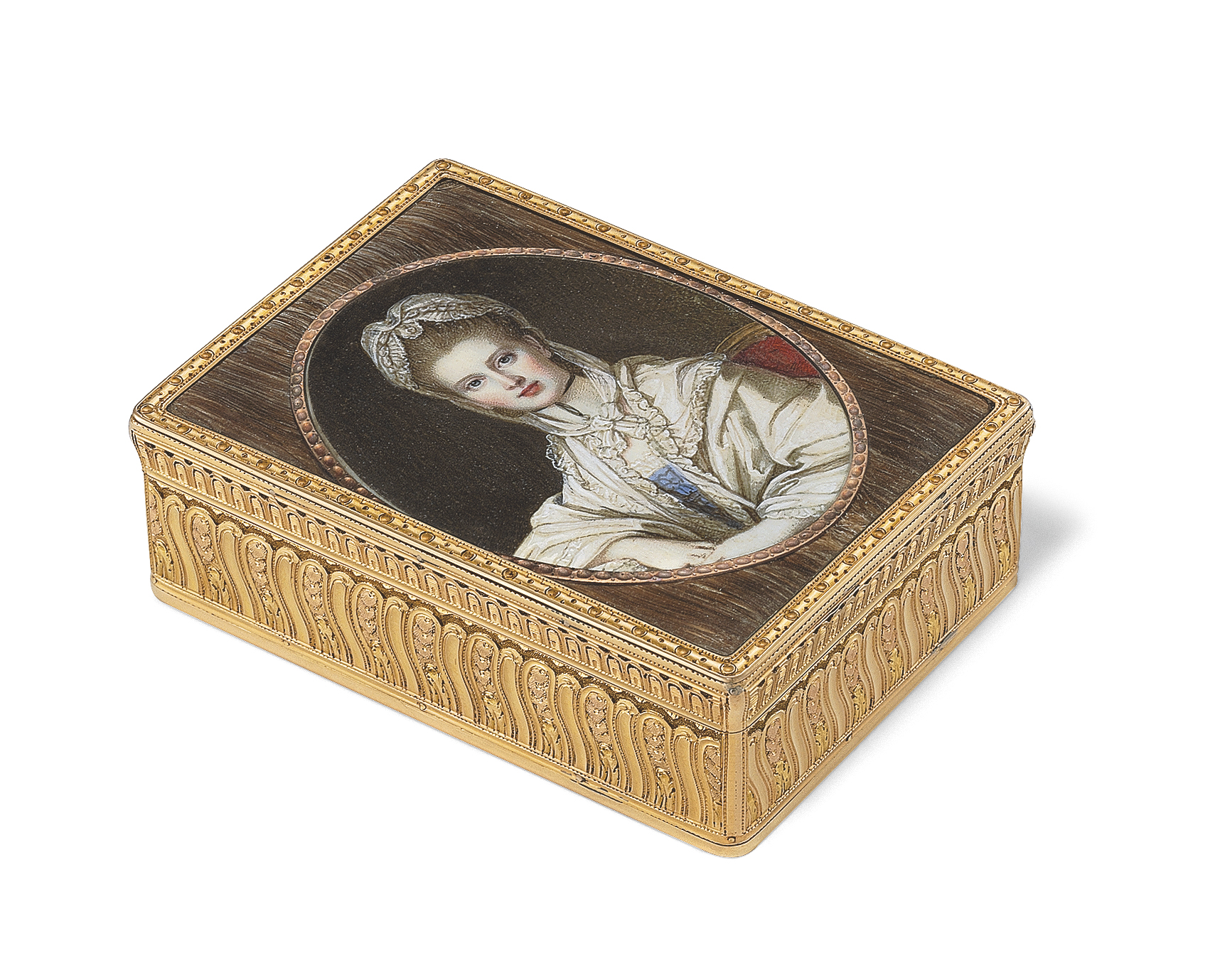 A LOUIS XV GOLD SNUFF-BOX SET WITH TWO MINIATURES ON HAIR PANELS