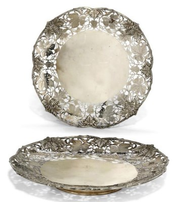 A PAIR OF MODERN SILVER DISHES