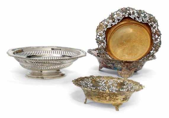 A GROUP OF FOUR SILVER OR SILV