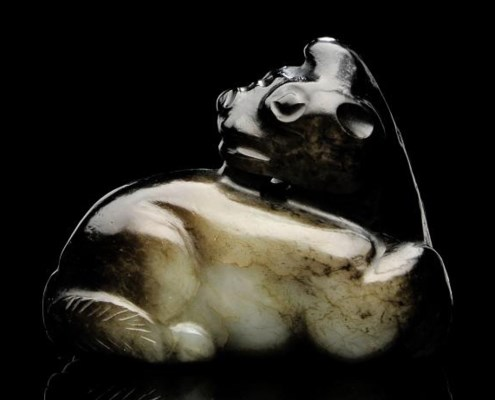 A BLACK AND GREY JADE MODEL OF