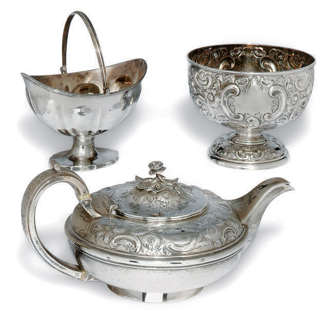 A WILLIAM IV SILVER SQUAT CIRCULAR TEAPOT