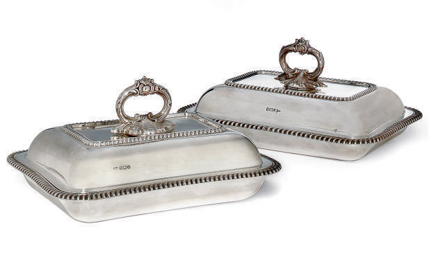 A MATCHED PAIR OF VICTORIAN/EDWARDIAN SILVER ENTRÉE DISHES AND COVERS