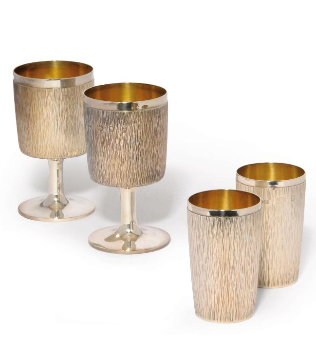 A PAIR OF GERALD BENNEY SILVER GOBLETS AND A PAIR OF BEAKERS