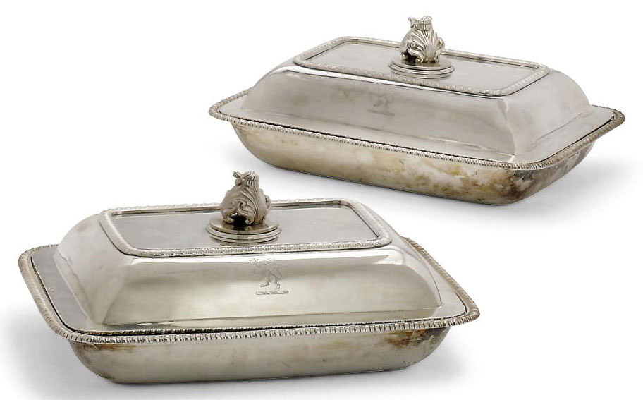 A PAIR OF GEORGE III SILVER ENTREE DISHES