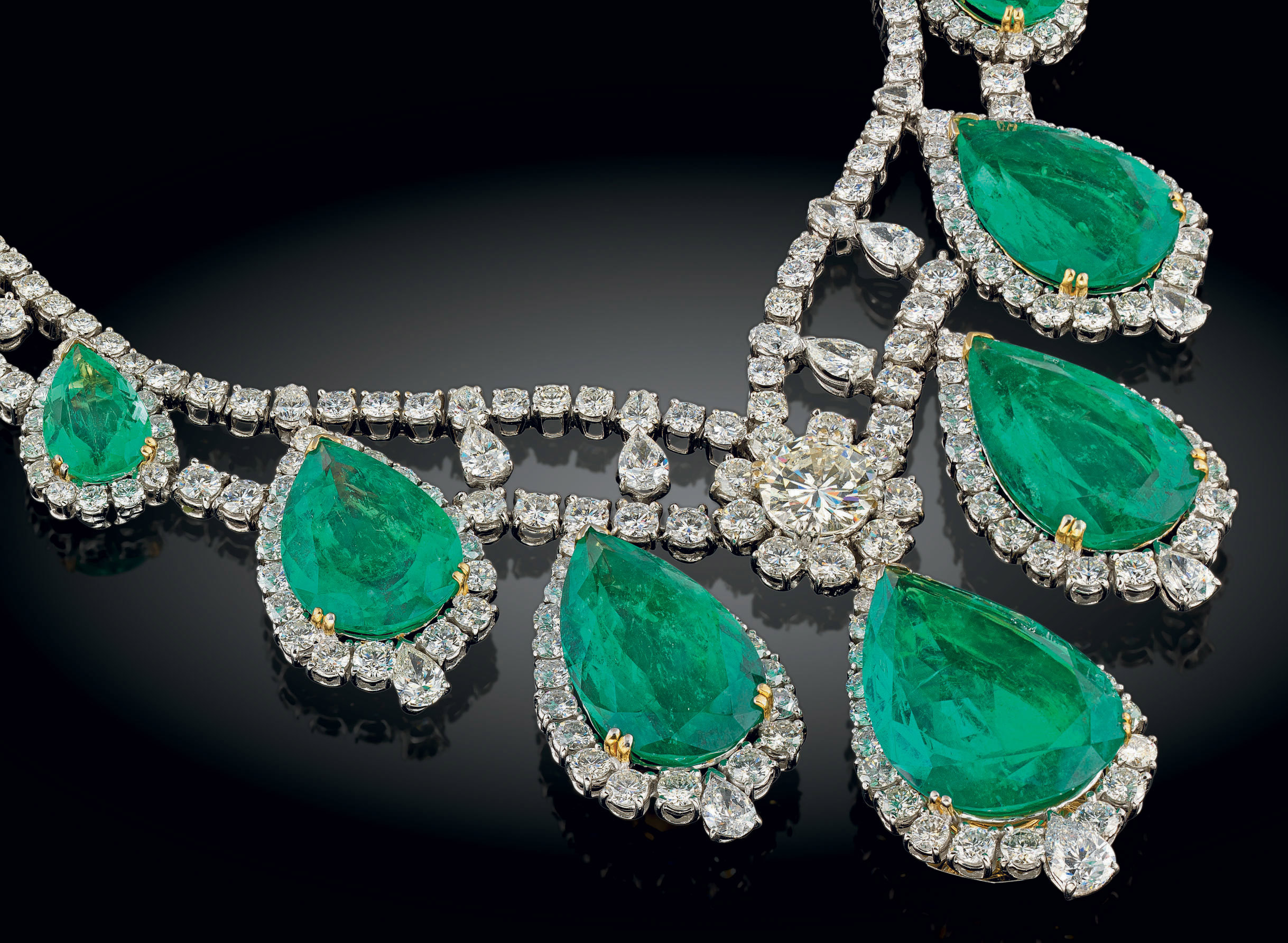 A MAGNIFICENT EMERALD AND DIAMOND NECKLACE, BY JAHAN