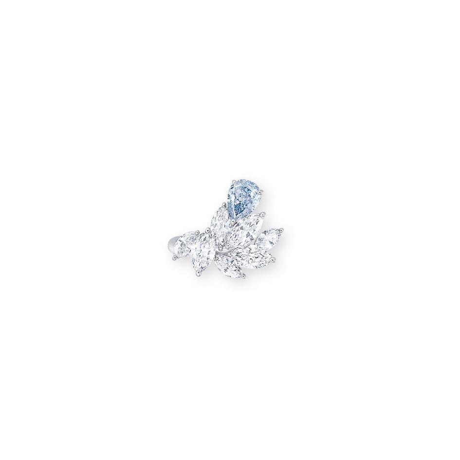 A COLOURED DIAMOND AND DIAMOND RING, BY SUWA