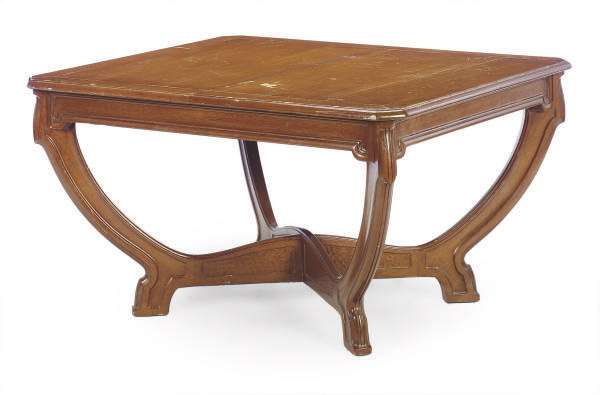 A FRENCH MAHOGANY EXTENDING DINING TABLE,