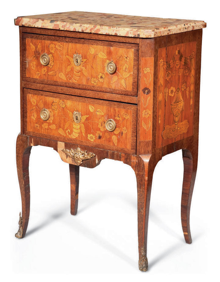 COMMODE SAUTEUSE D'EPOQUE TRANSITION