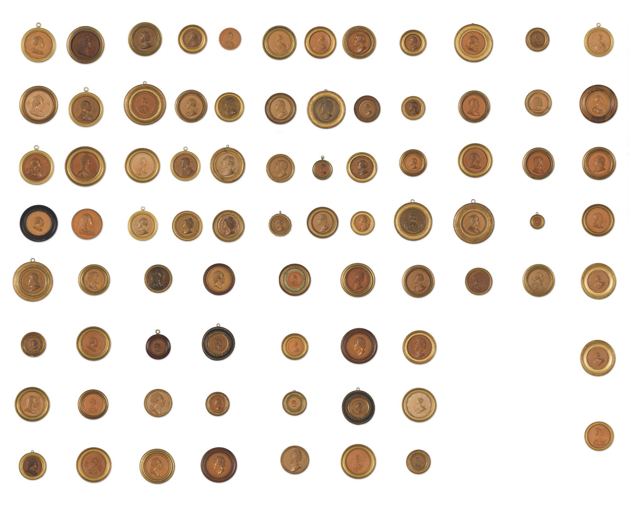 Six médaillons sont attribués à Jean-Baptiste Nini; quarante à l'Atelier de Jean-Baptiste Nini; quinze à l'Atelier tardif de Jean-Baptiste Nini; et vingt sont d'après Jean-Baptiste Nini, incluant: