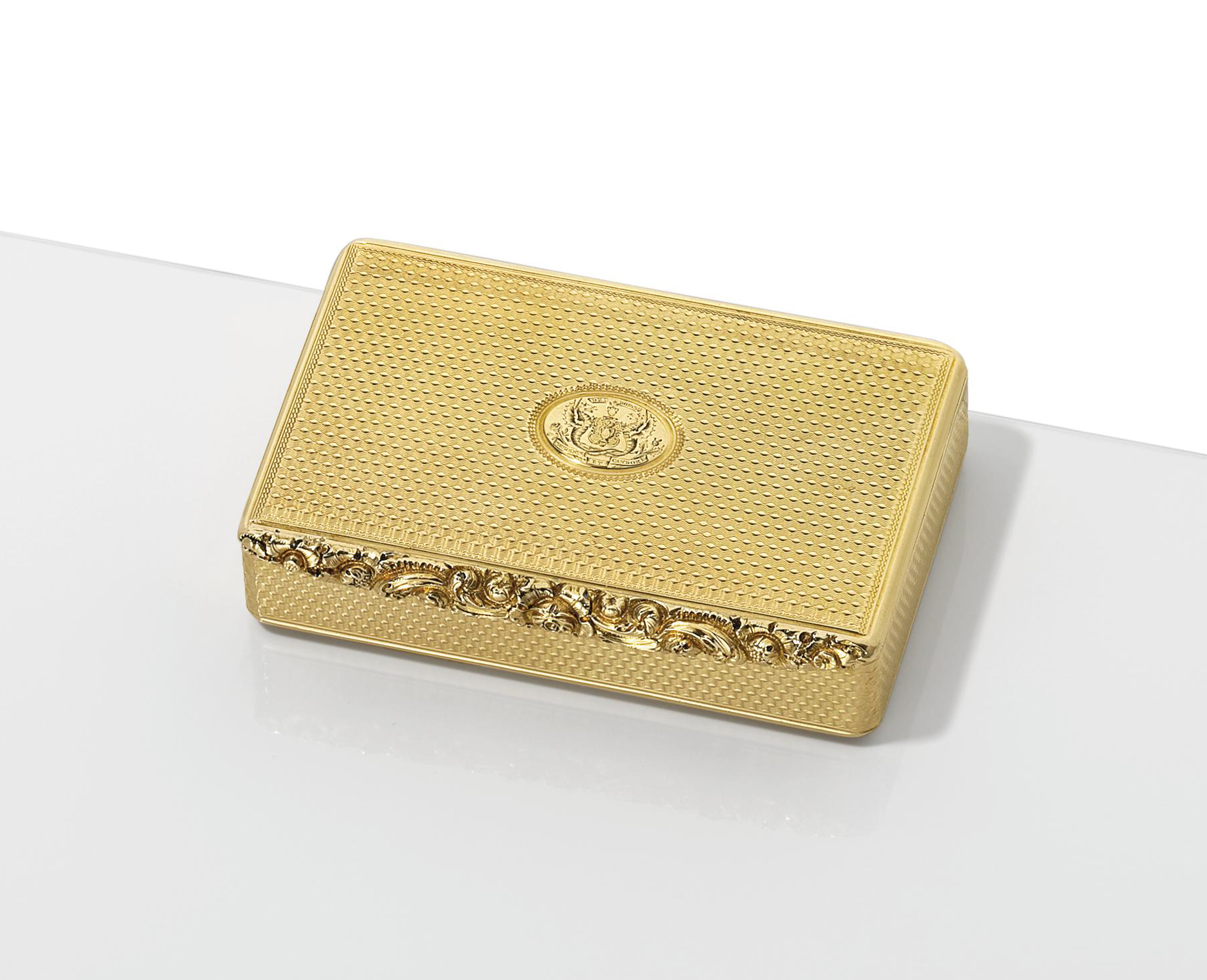 A GEORGE III GOLD SNUFF-BOX