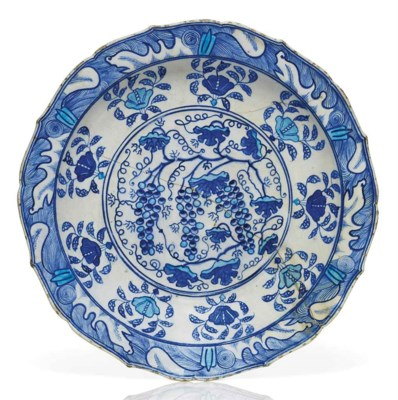 AN EARLY IZNIK BLUE AND WHITE