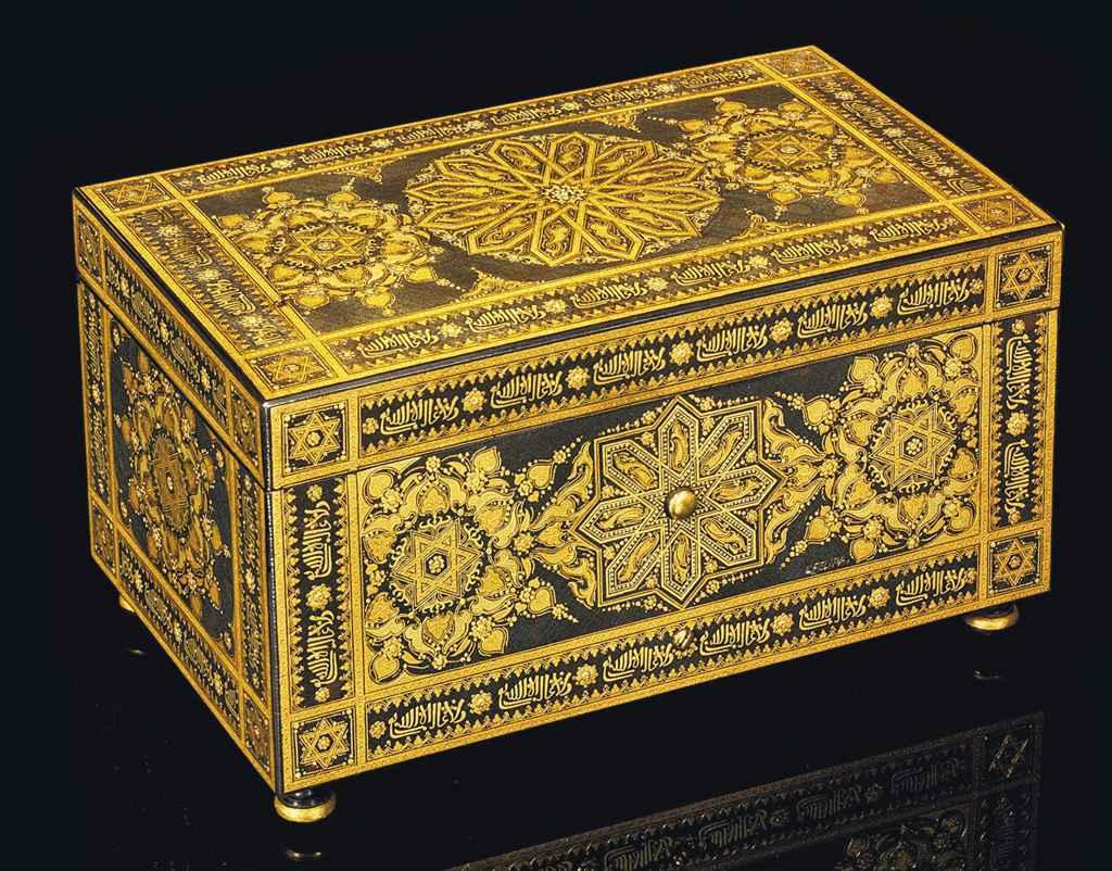 A ZULOAGA WARE GOLD DAMASCENED CASKET