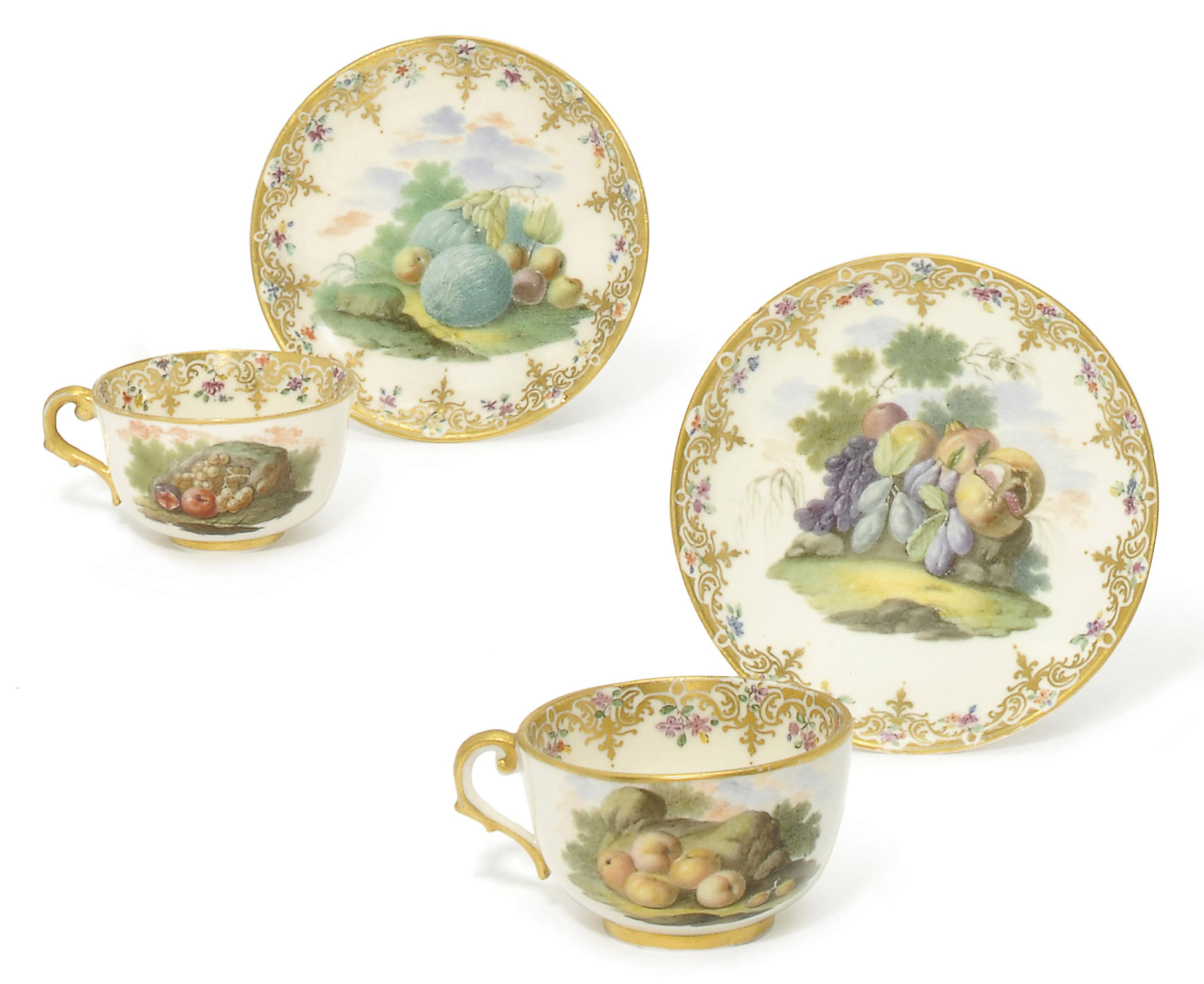A PAIR OF CAPODIMONTE (CARLO III) TEACUPS AND SAUCERS